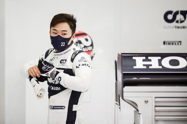 画像: ルーキーながらミディアムタイヤでのQ2突破を狙って果敢にアタックした角田裕毅。最後のアタックでタイムを伸ばせず、予選13位に終わったが、レースへの自信がうかがえる。