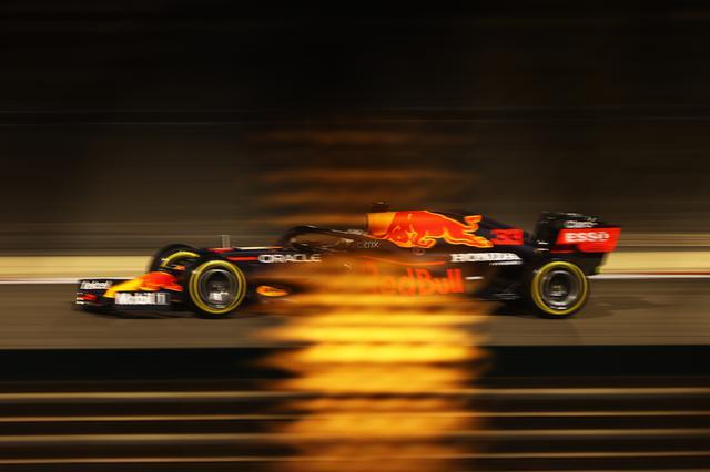 画像: タイトル奪取を狙うレッドブル・ホンダ。フェルスタッペンがポールポジションを獲得する幸先のいいスタートを切った。