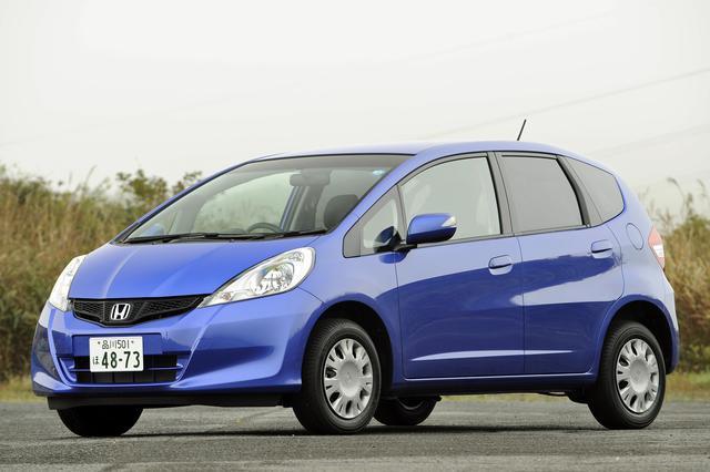 画像: エンジン車はベースモデルの13Gに快適装備を追加したスマートセレクションで、税込の車両価格は135万円。