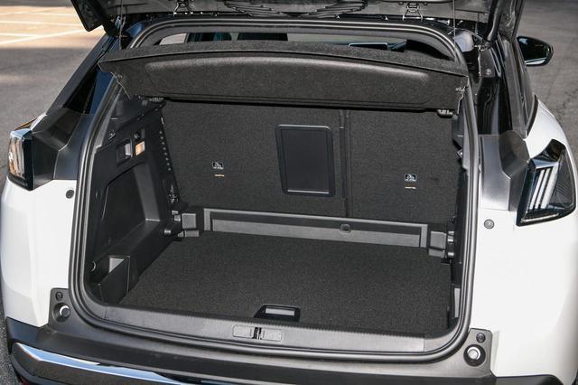 画像: ラゲッジルーム容量は5人乗車時で520Lを確保している。最大で1482Lまで拡大することができる。