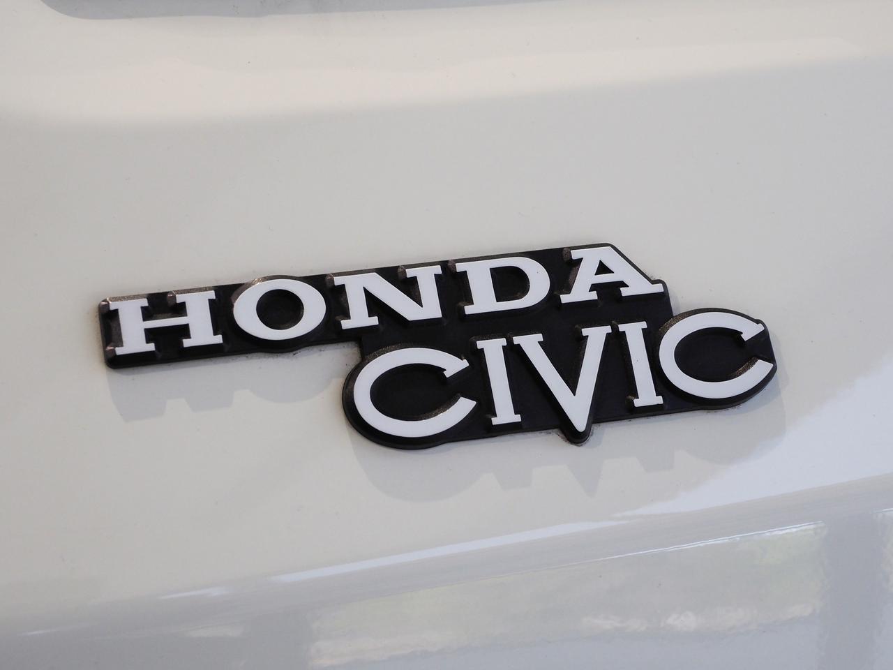 画像: 2代目シビックのロゴ。「CIVIC」のVが少し大きいのは初代も同じ。