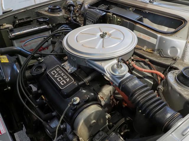 画像: 写真のシビックCVCCの総排気量は1488cc、最高出力63psの横置き水冷直列4気筒エンジン。