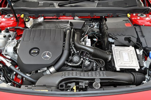 画像: 写真はA180に搭載されたM282型エンジン。(GLA180のエンジンルームではありません)