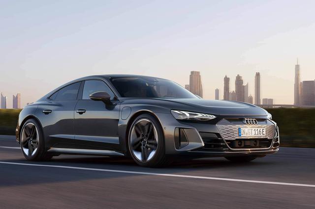 画像: eトロン GTシリーズのRSモデル「RS eトロン GT」。エアサスペンションが標準装備され、車高はeトロン GT クワトロよりも20mm低められ1395mmとなる。