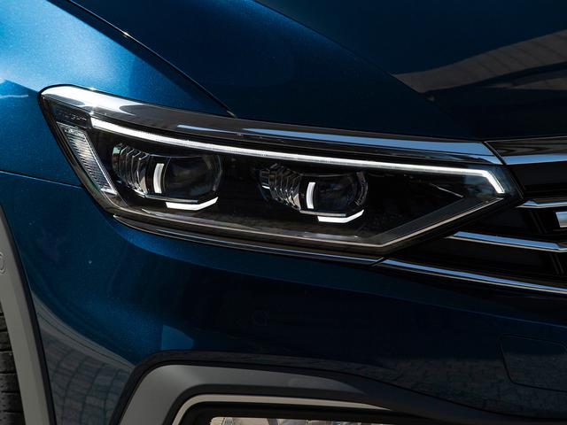 画像: LEDマトリックスヘッドライト「IQ.LIGHT(ライト)」。フォルクスワーゲン車として初採用だ。