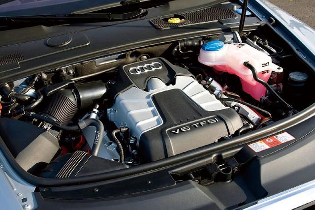 画像: A6 3.0TFSIクワトロに搭載されるスーパーチャージャー付き3Lエンジン。あらゆる状況で十分なポテンシャルを発揮する。