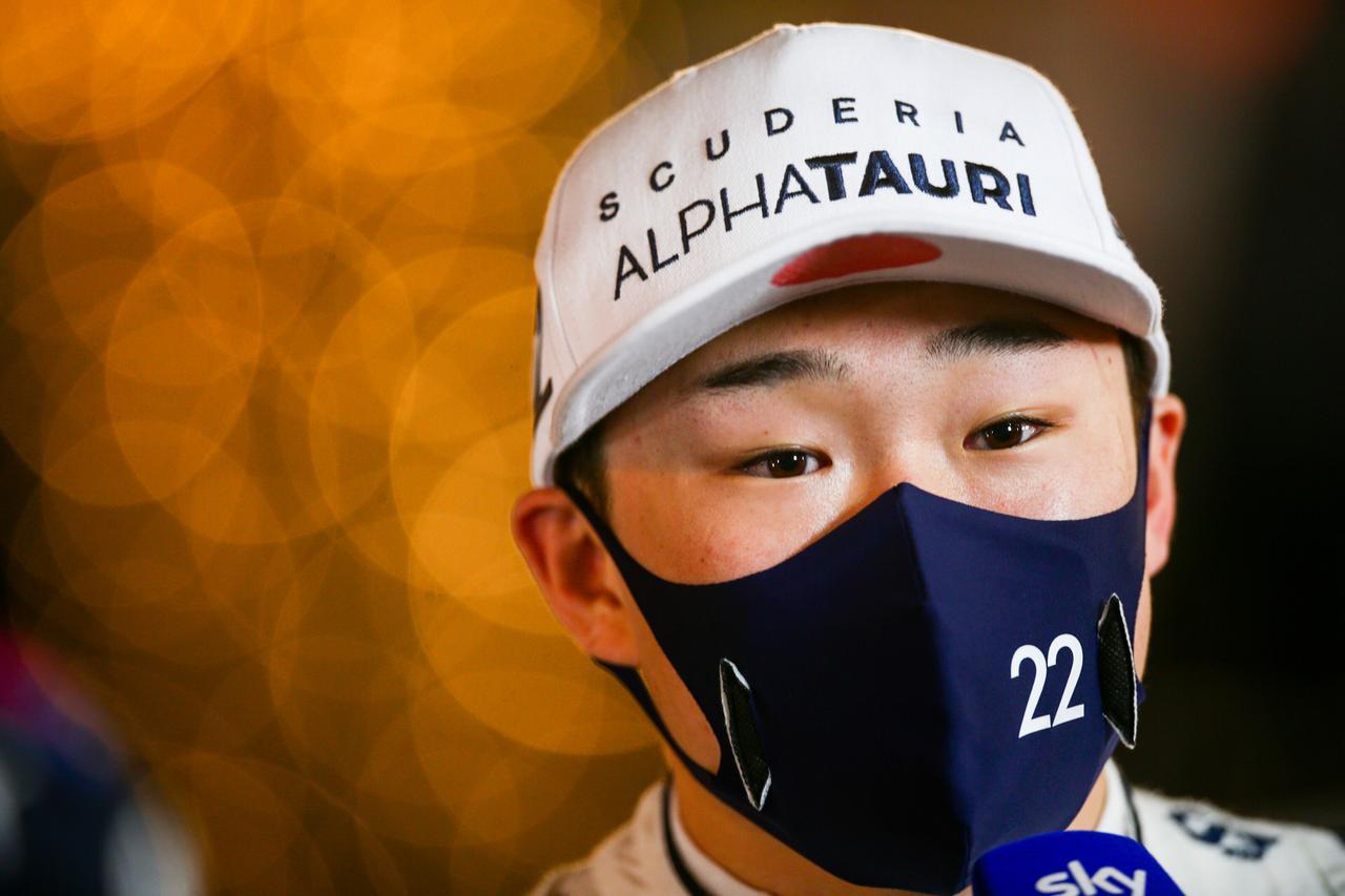 画像: デビュー戦バーレーンGPで世界を驚かせる走りを見せた角田裕毅。イモラではどんな走りを見せてくれるか。