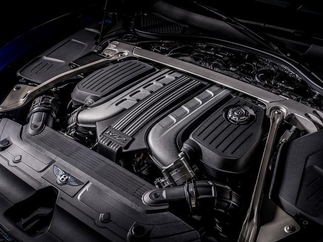 画像: 改良型W12エンジン。最高出力659ps、最大トルク900Nm。