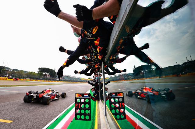 画像: 赤旗中断からレース再開後は、独走状態を作り上げたフェルスタッペン。最終的には2位に22秒の差をつけて圧倒した。