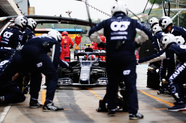 画像: ガスリーが連続予選5番手と好調なアルファタウリ・ホンダ。今回は天候とタイヤ選択に悩まされたが、チームの調子はいい。