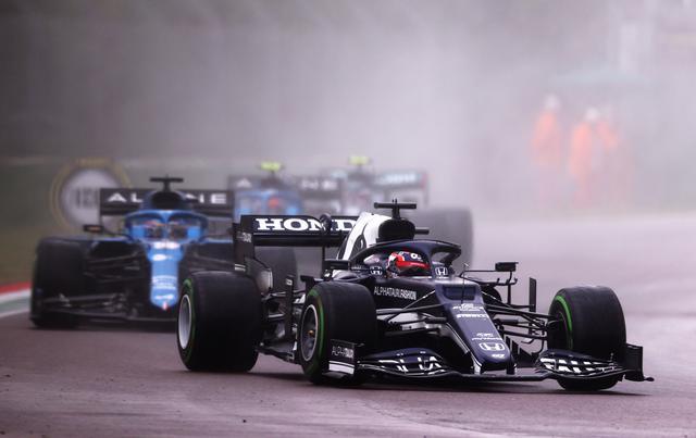 画像: 予選Q1でのクラッシュで最後尾スタートとなったアルファタウリ・ホンダの角田裕毅は、前半戦で10位まで上昇。リスタートでソフトタイヤを履いてジャンプアップを狙ったがスピン、トラックリミットオーバーで後退、12位でレースを終えた。