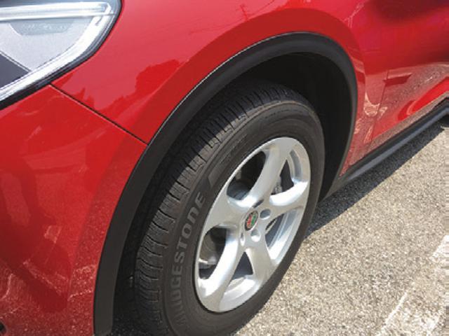 画像: 2.2ターボディーゼルQ4の装着タイヤ&ホイールは4輪ともに同じサイズである。