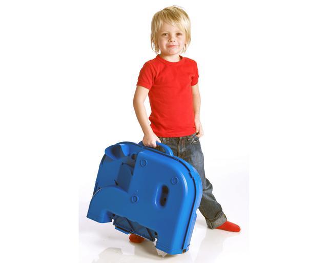 画像: 折りたたんだときのサイズは、49×42×17cm。軽量だから子どもでも持ち運びができる。