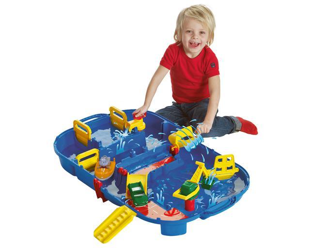 画像: 広げたときのサイズは、幅84×奥行50cmほどだから、お風呂場やベランダでも遊べる。