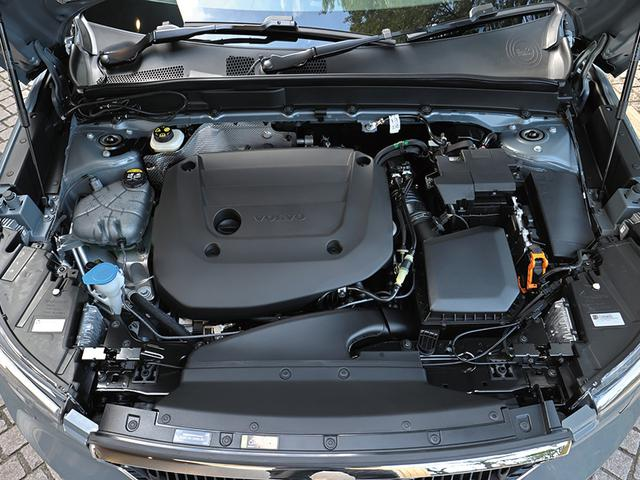 画像: 2L直4ターボエンジン(197ps)は発進や加速時などにモーターによってアシストされる。