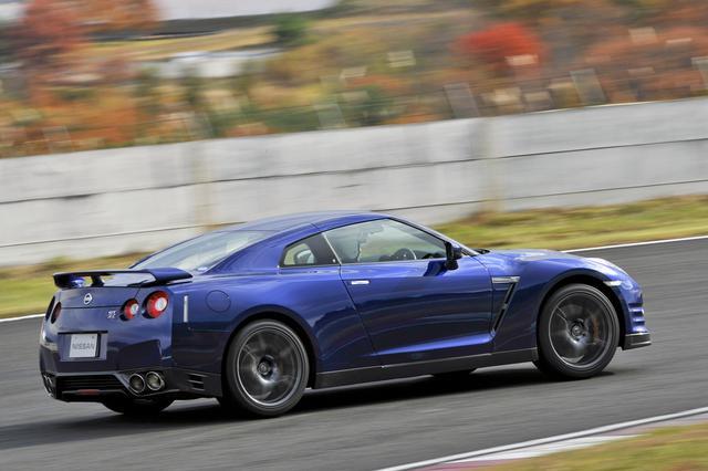 画像: GT-Rを普通に速く走らせることは誰にでもできるが、突き詰めた走りを目指すなら、それなりの腕を必要とする。