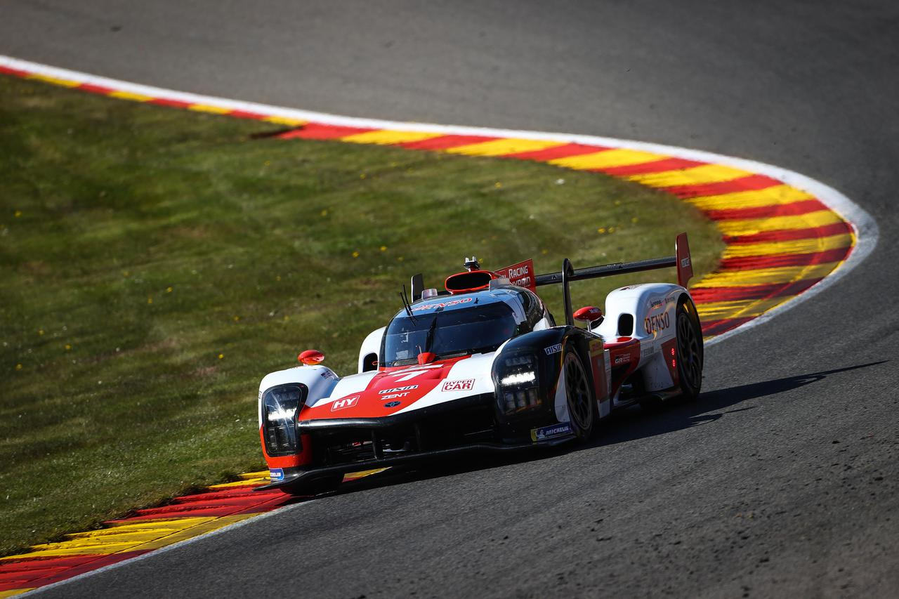画像: プロローグテストとはいえ、LMP2車両の後方、4-5位にとどまった2台のトヨタGR010ハイブリッド。
