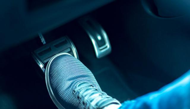 画像: 走行中の「ゴー」という異音はサスペンションやブレーキ異常のサイン?対策と修理交換費用を解説