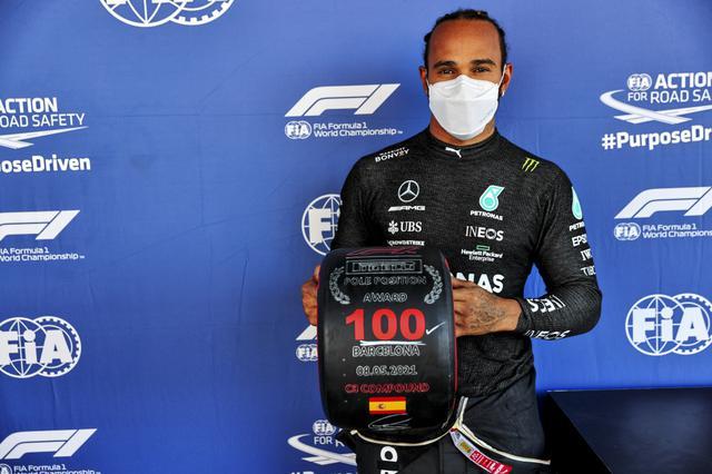画像: 自身通算100回目の記念すべきポールポジション獲得となったメルセデスのルイス・ハミルトン。
