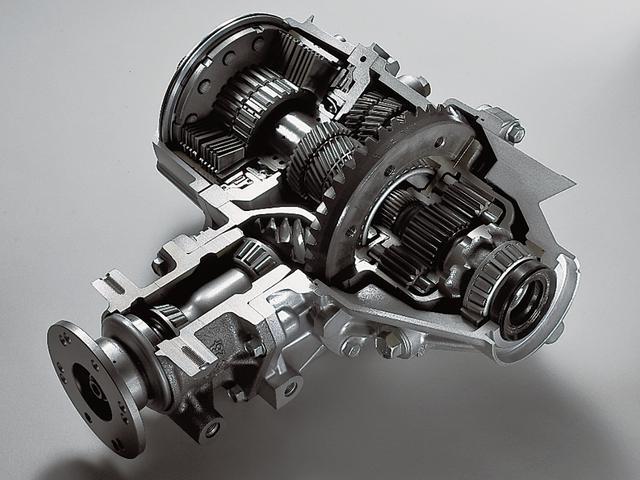 画像: スーパーAYCのカットモデル。AYCはランエボIVで初採用され、ランエボVIIIでスーパーAYCに進化した。コーナーでの旋回性を高め、さらにコーナーの立ち上がりから鋭く加速するための機構だ。