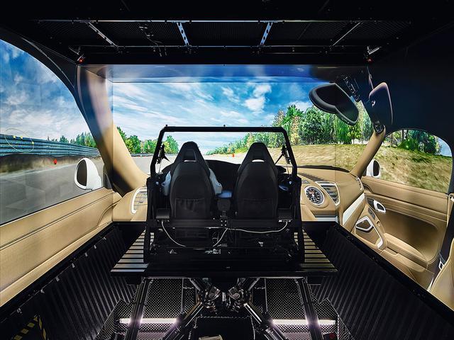 画像: ドライバーの環境をシミュレートする「シートボックス」と呼ばれるデジタル・プロトタイプ。
