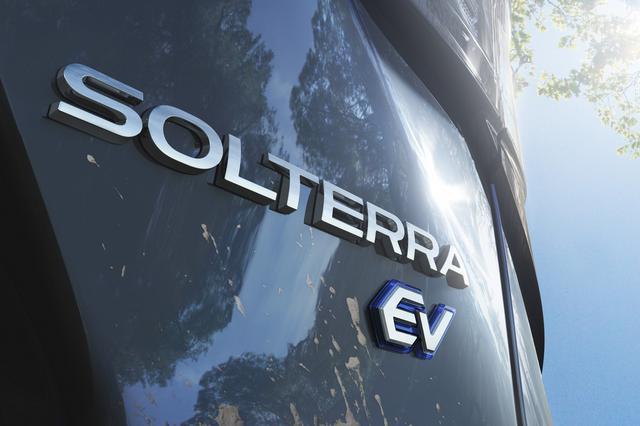 画像: スバルの新型EVの車名は「ソルテラ(SOLTERRA)」。ラテン語で「太陽」を意味する「SOL(ソル)」と「大地」を意味する「TERRA(テラ)」を組み合わせた造語で、