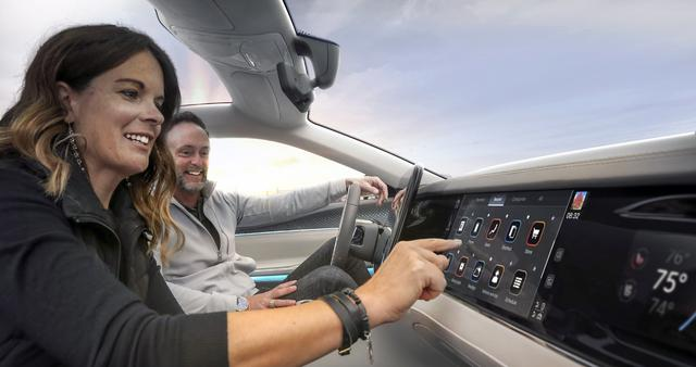 画像: モバイル ドライブは、革新的なスマート コクピット ソリューションの提供を目指す。ちなみにフォックスコンは、シャープの買収で知られる鴻海(ホンハイ)精密工業をグループに収める企業。