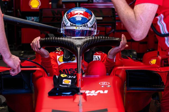 画像: 予選Q3でクラッシュしたルクレール(フェラーリ)は修復作業を終えてポールポジションからスタートできるはずだったが、レコノサンスラップでドライブシャフトに問題が発生してガレージに戻ったままコースインできず。