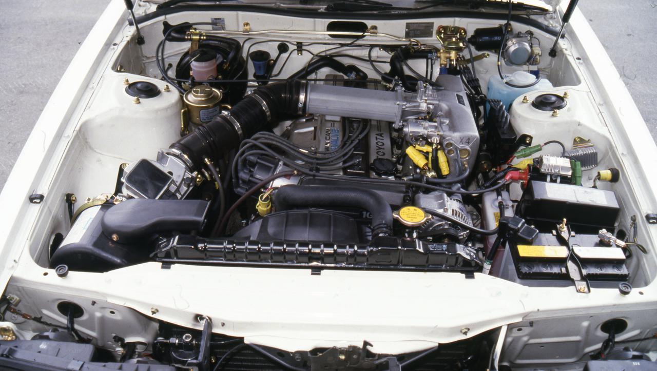 画像: エンジンは1G-GEU型。24バルブヘッドを搭載した2Lユニット。高回転の気持ちよさが身上となった。トヨタの名機のひとつだ。