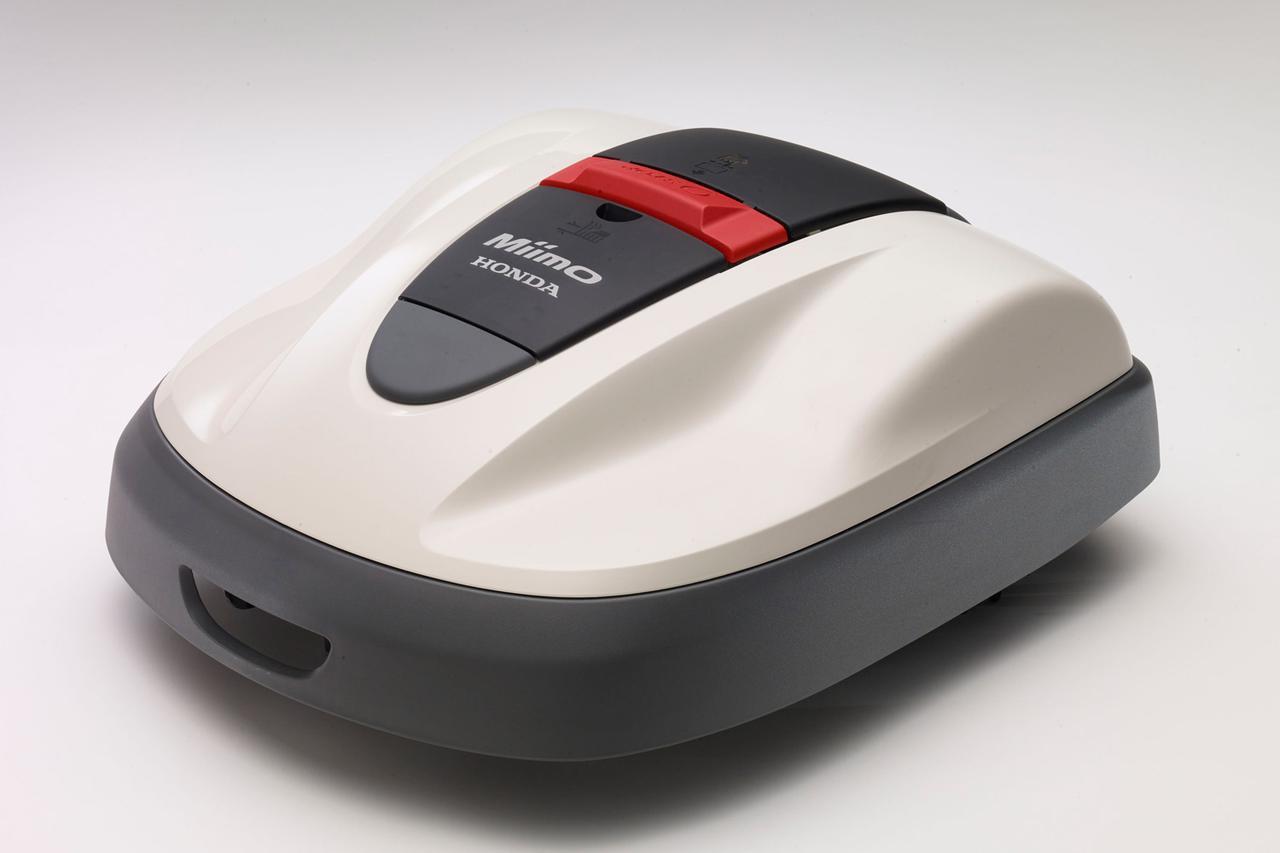 画像: ロボット芝刈機 ミーモ HRM520:電動で自走し自動で芝を刈り取り、自ら戻って再充電も行う。ミーモ HRM 520:54万7800円。