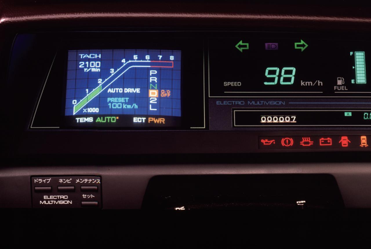 画像: 3000GTリミテッドのAT仕様に装備されたエレクトロ・マルチビジョン。走行状態を表示するドライビングモニターや停車時はテレビ視聴もできた。