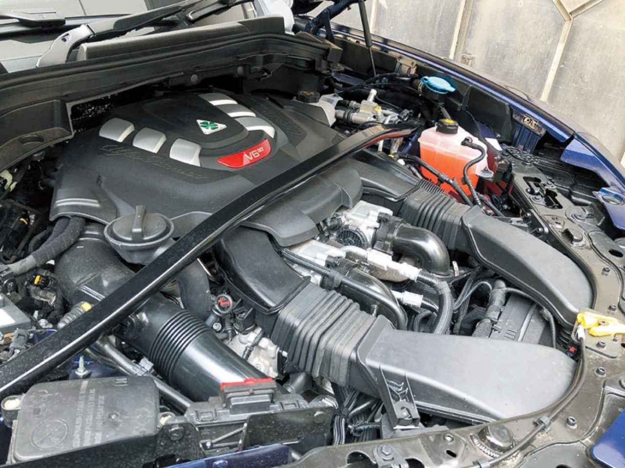 画像: 2.9L V6ツインターボエンジンの設計思想にはフェラーリがかかわっている。快音も魅力。