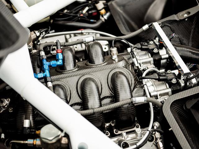 画像: 搭載の4L V8 DOHCターボエンジン。最高出力750bhp以上、最大トルク1000Nm 以上。