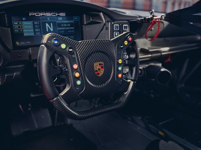 画像: オープンとトップタイプのカーボンファイバー製モータースポーツ マルチファンクション ステアリングホイール。