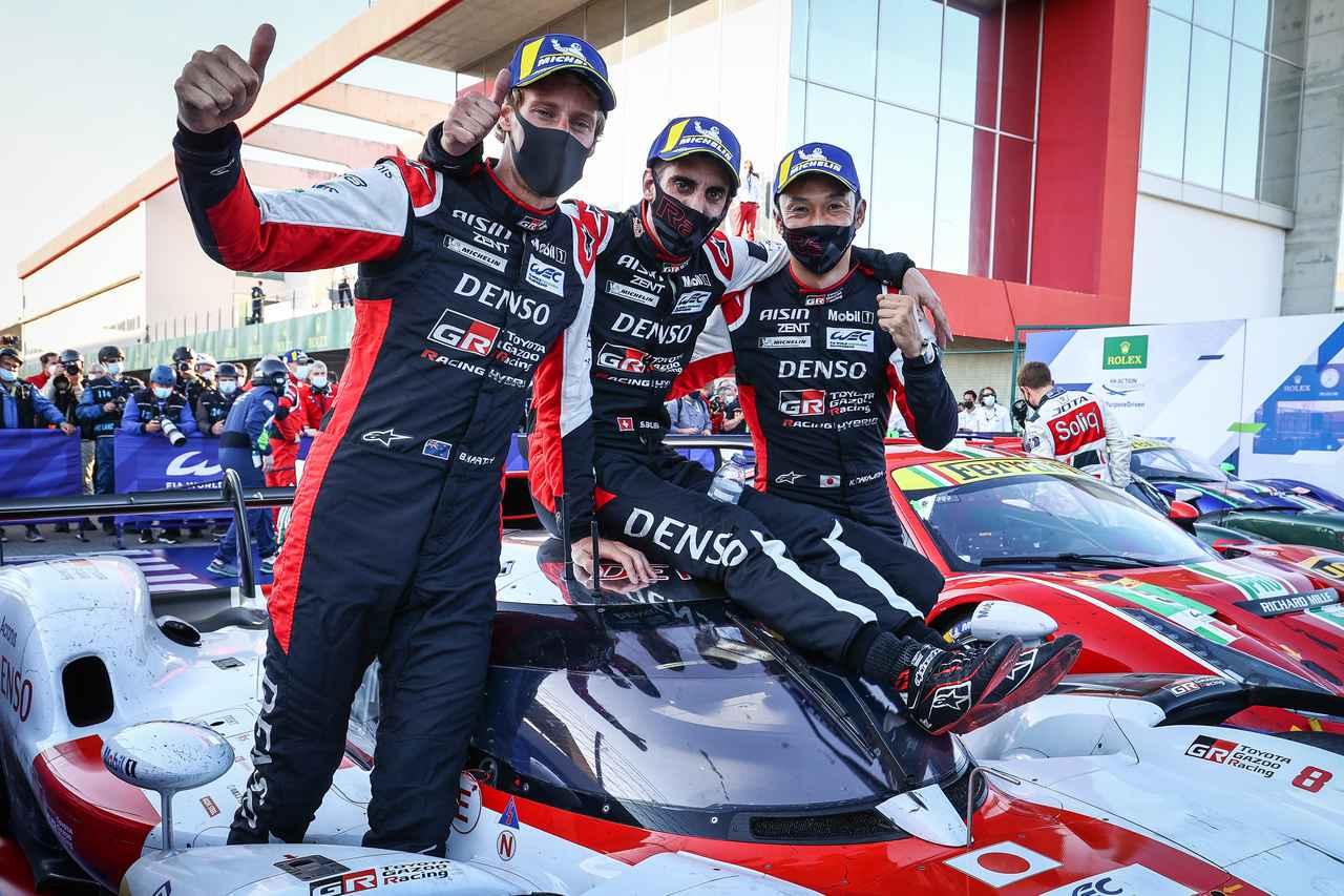 画像: 優勝した8号車トヨタGR010 HYBRID。左からブレンドン・ハートレー、セバスチャン・ブエミ、中嶋一貴。8号車は開幕戦に続いて2連勝。