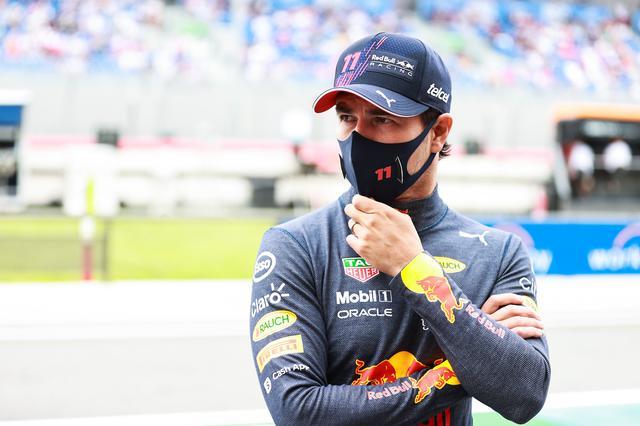 画像: セルジオ・ペレス(レッドブル・ホンダ)はライバルの動きを見ながら1ストップで3位に入賞。