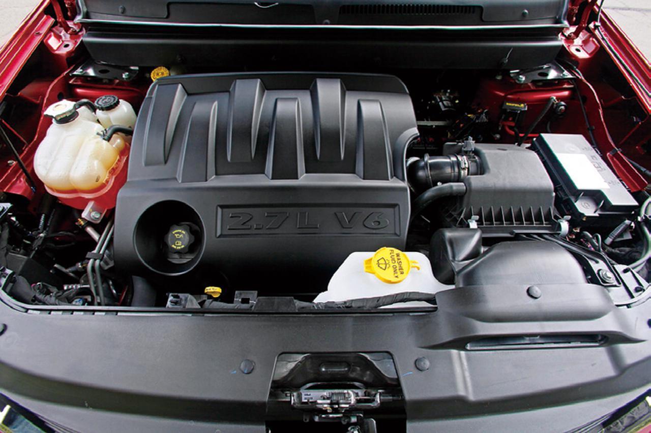 画像: 軽快なフットワークを生み出すV6エンジン。カバーには2.7Lと表示されるが、総排気量は2735ccなので2.8Lと本文では表記した。