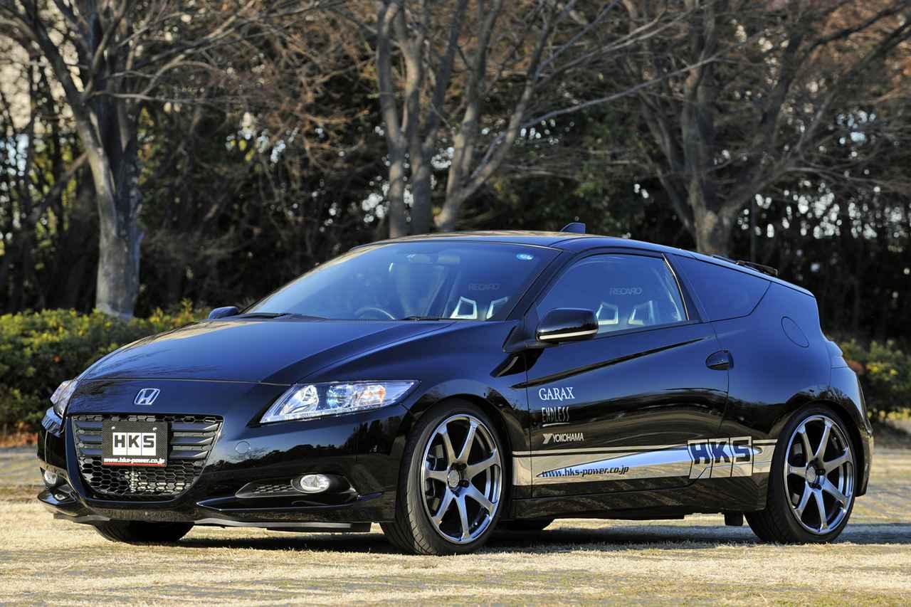 画像: エクステリアはエアロパーツなどは装着されておらず、車高調サスペンションにより車高が低められているだけだ。