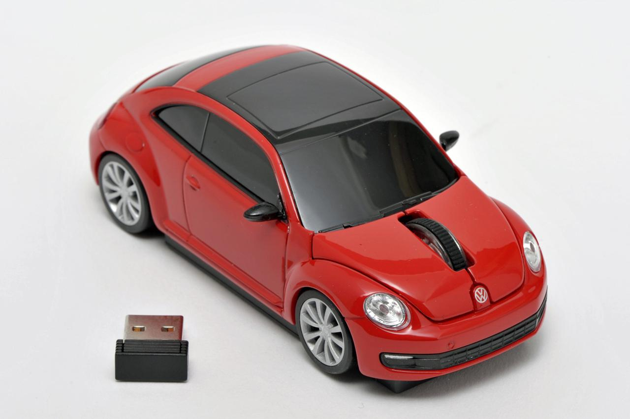 画像: 左手前のUSBレシーバーをPCのUSBポートに差し込めば、ワイヤレスでマウスが使える。
