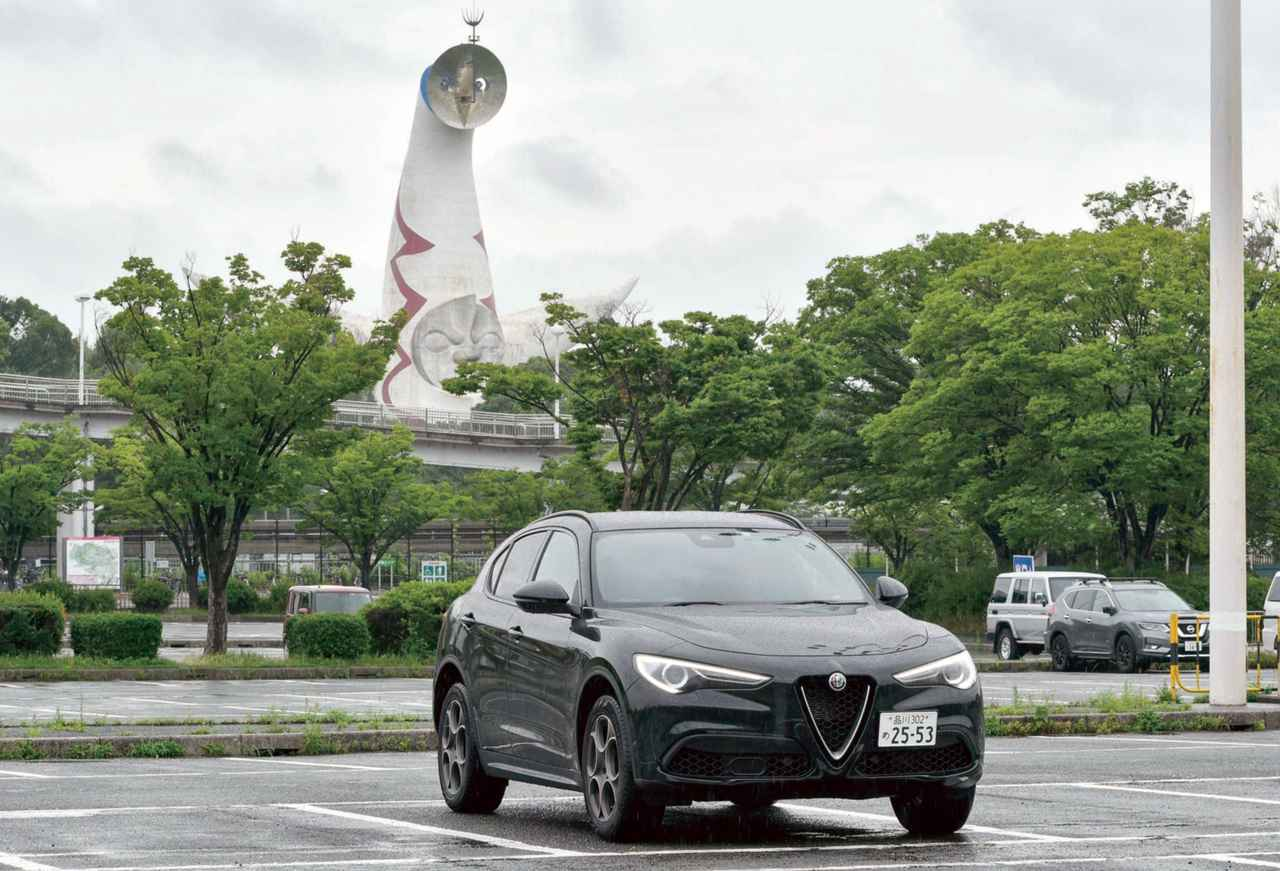 画像: ブルカノブラックメタリックカラーのガソリンエンジンモデルのステルヴィオ2.0ターボ Q4スポーツパッケージ。大阪まで往復約1000kmのロングツーリングは想像以上に快適だった。