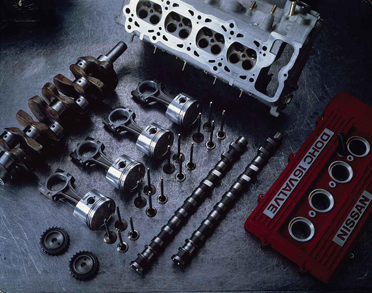 画像: 機能美のあふれるFJ20Eエンジンの主要コンポーネンツ。16本の吸排気バルブは高性能の証だ。