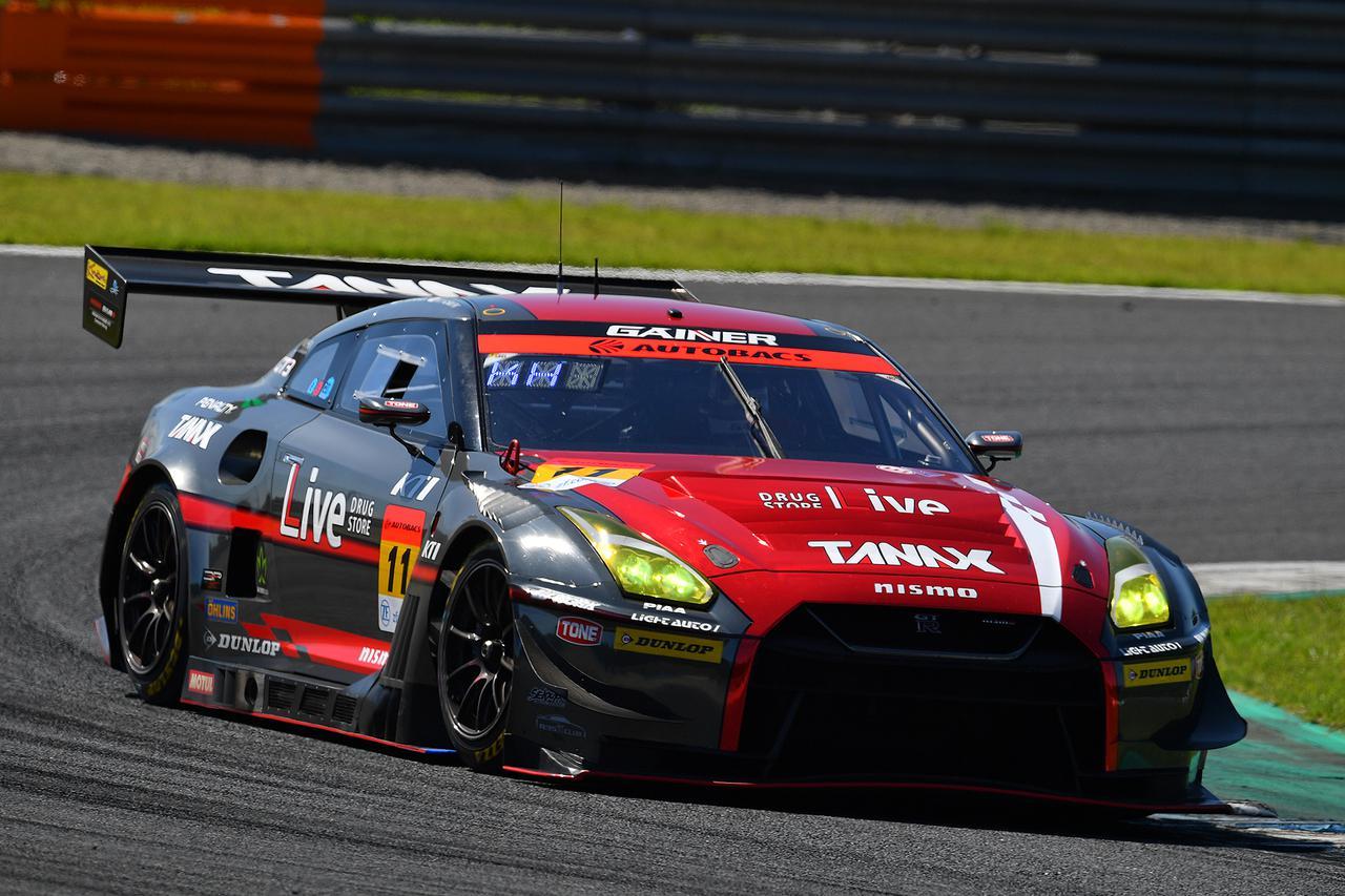 画像: ポールから盤石のレース運びで勝利するかに思えた11号車GT-Rだが。