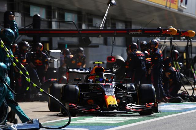 画像: レッドブル・ホンダのセルジオ・ペレスはチームの戦略にしたがって2ストップを選択。ハミルトンのファステストラップを阻止した。