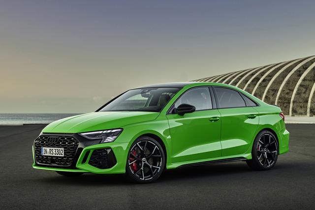 画像: 新型アウディRS3 セダン。ボディカラーはRS3専用色のキャラミグリーン。