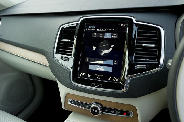 画像: 9インチの縦型タッチスクリーンに、ナビやオーディオ、空調ほか各種設定を操作する機能を集約することで、ハード系スイッチの数は激減。(XC90 初期のもの)