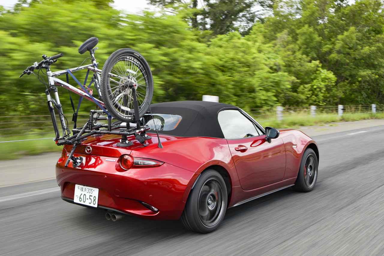 画像: クローズド状態で走行すると、自転車を積んでいるのを忘れそう。リアウインドーからの後方視界も意外と悪くない。