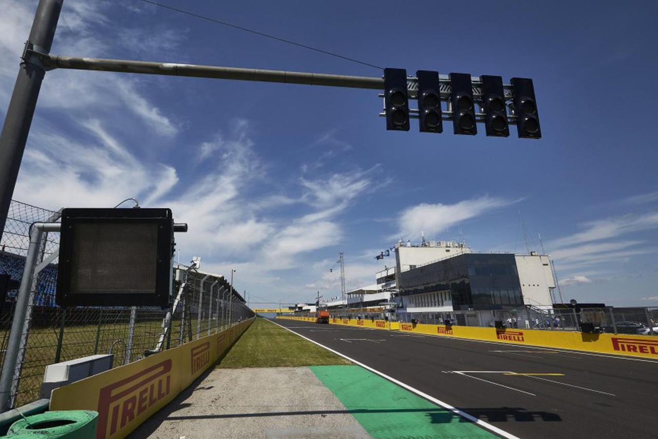 画像: ハンガリーGPが開催されるハンガロリンク。コース幅が狭く、オーバーテイクが難しいことでも知られている。
