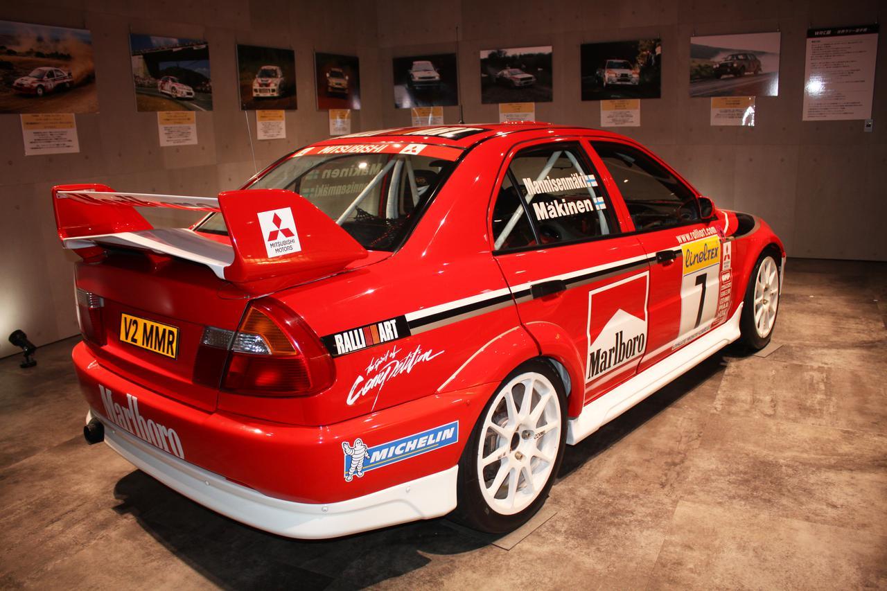 画像: 展示車両はランサーエボリューション グループA仕様(1999年参戦車レプリカ)。マシンのカラーリングが懐かしい。