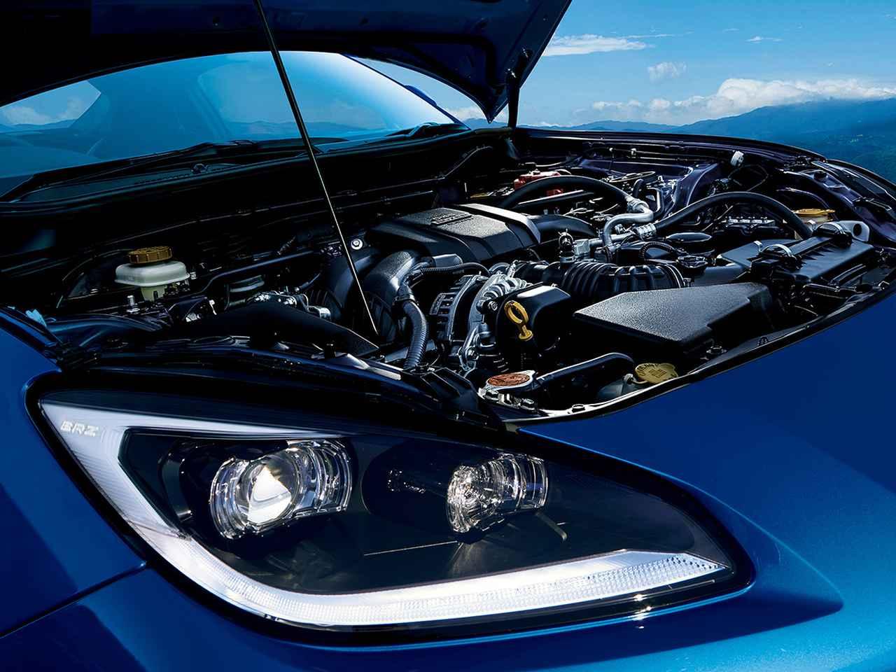 画像: 搭載される2.4L水平対向4気筒DOHC(235ps/250Nm)エンジン。高回転まで気持ちよく吹け上がるという。