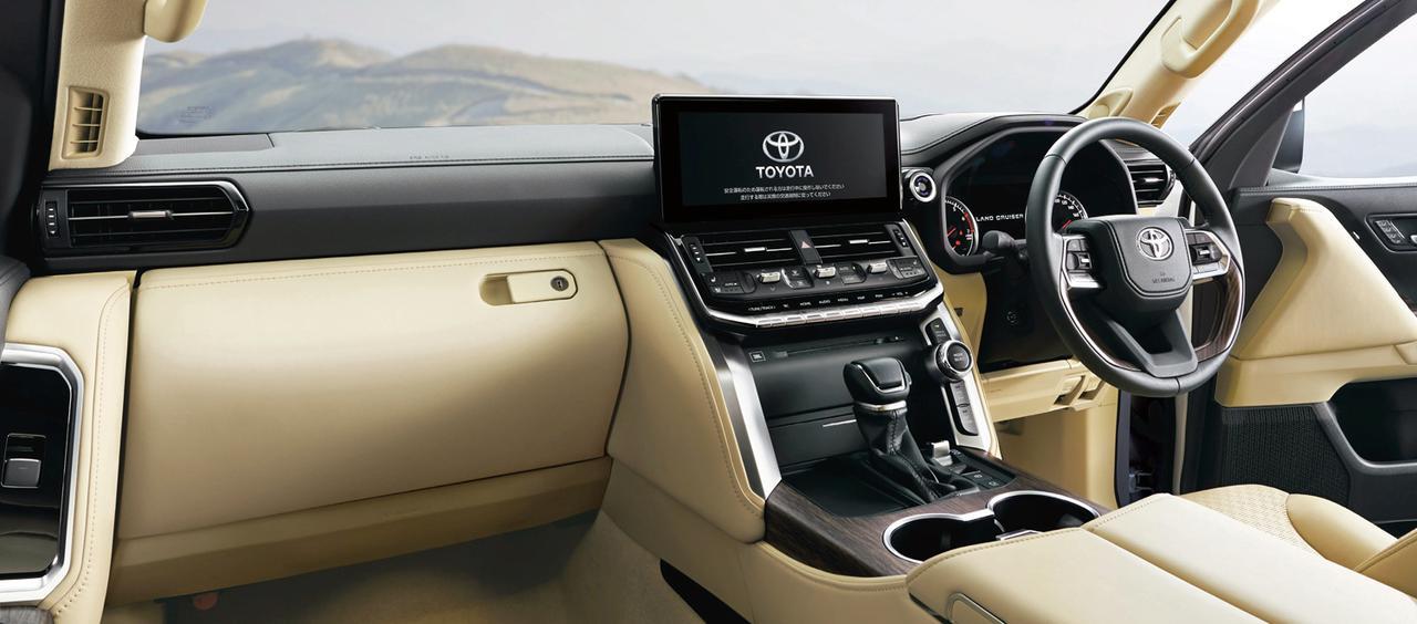 画像: ZX(ガソリン車)のインテリア。インパネ上部は過酷な路面変化でも車両姿勢を把握しやすい水平基調としている。